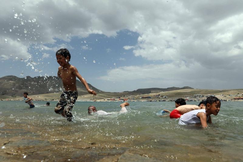بحيرة قرب صنعاء ملاذ لليمنيين من الاكتظاظ