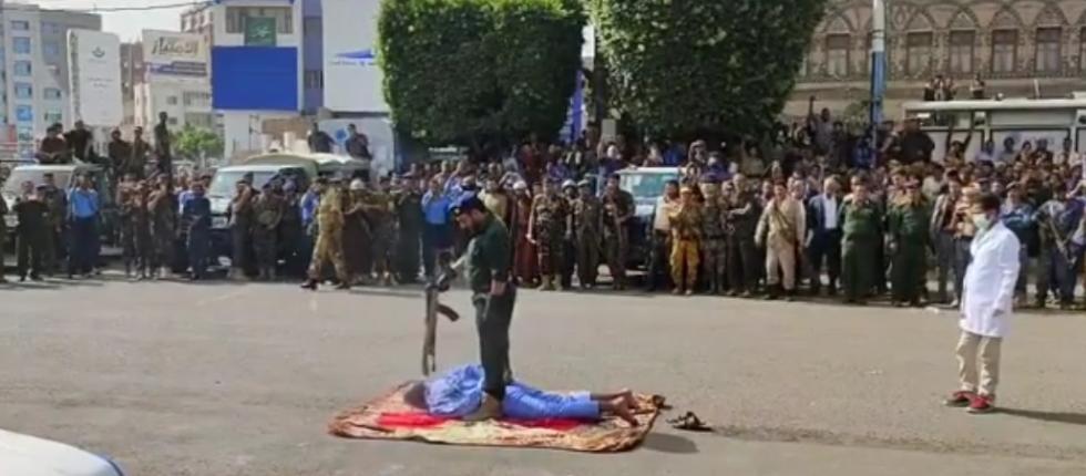 """بعد طول إنتظار .. تنفيذ حكم الإعدام وشرع الله في ميدانا لتحرير يصنعاء """"صور"""""""