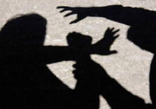 مطرب مصري شهير يغتصب طليقته .. والأخيرة تنفجر باكية وتناشد بإنقاذها (فيديو)
