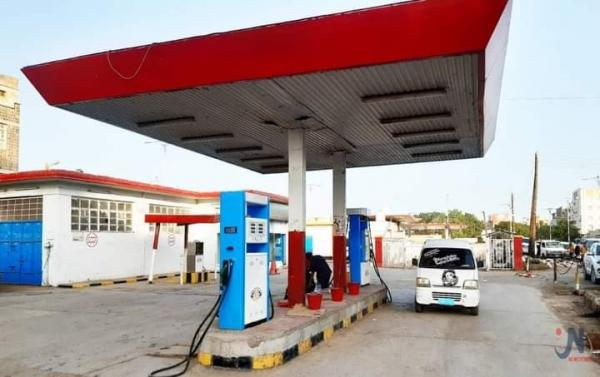 الحوثيين يعلنون عن انفراجه قريبة في المشتقات النفطية  بصنعاء
