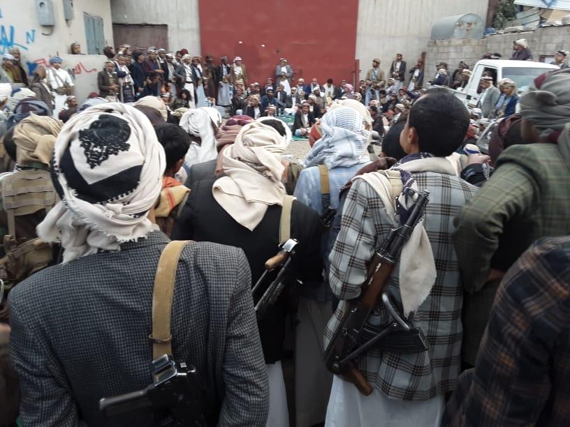 إصابة شيخ من خولان ومقتل شقيقه في صنعاء والاصابع على الزناد وتوافد مئات المسلحين