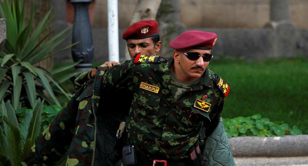العميد طارق  صالح يغرد من موسكو  هدفنا يمن واحد