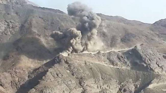 بالفيديو .. طيران التحالف يسحق جحافل الحوثيين في اطراف مأرب!
