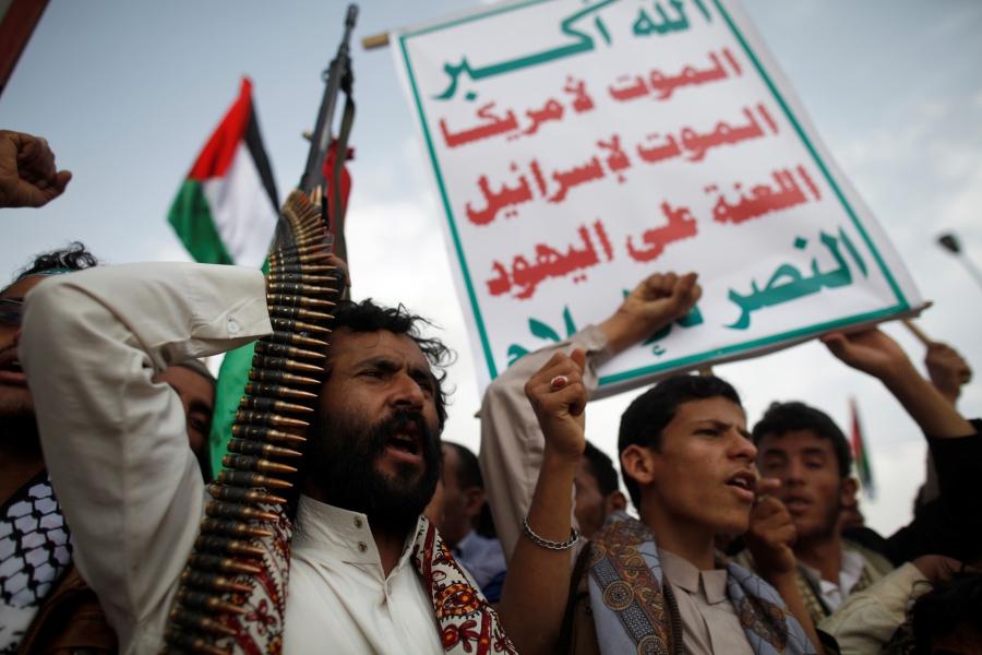 """الحوثيون يقرون  """"قائمة الأسعار الجديدة"""" للقمح والدقيق ومختلف أنواع المواد الغذائية في العاصمة صنعاء «صور»"""