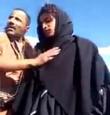 بالفيديو.. الجيش الوطني يلقي القبض على مقاتل حوثي متخفياً بلباس امرأة منقبة